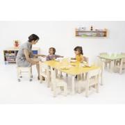 stoliki i krzesełka Clorofile w przedszkolu