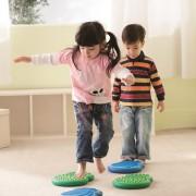 Chmurki sensoryczne - zabawa - skakanie