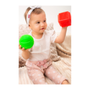 zestaw sensoryczny - kostka z piłką - zabawa